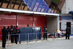 Sebastian Vettel, Red Bull Racing RB9 enters the pits straight behind a blue screen
