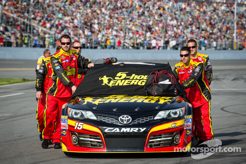 Car of Clint Bowyer, Michael Waltrip Racing Toyota