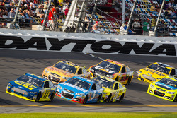 Ricky Stenhouse Jr., Roush Fenway Racing Ford leads a group of cars