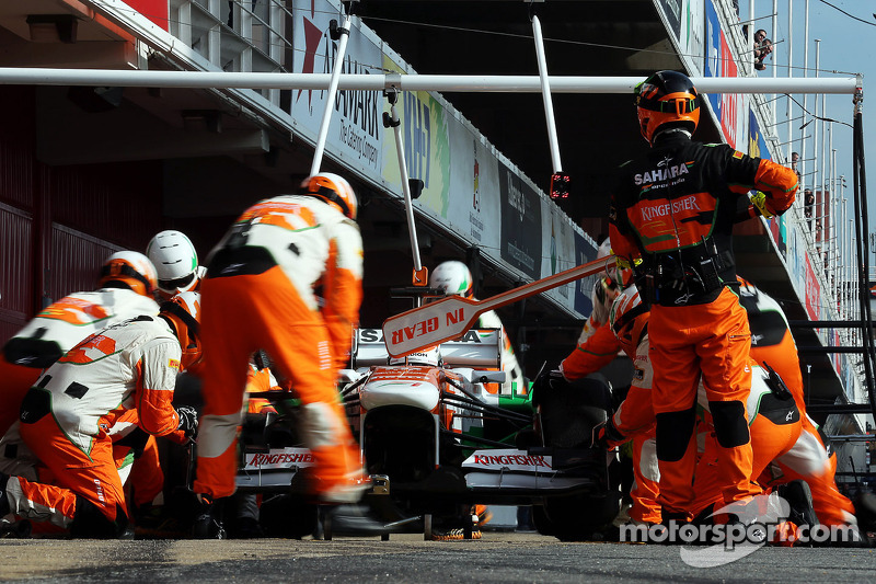 Adrian Sutil, Sahara Force India VJM06 oefent een pitstop