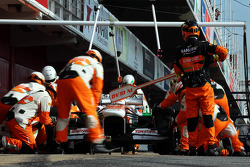 Adrian Sutil, Sahara Force India VJM06, pratica um pit stop