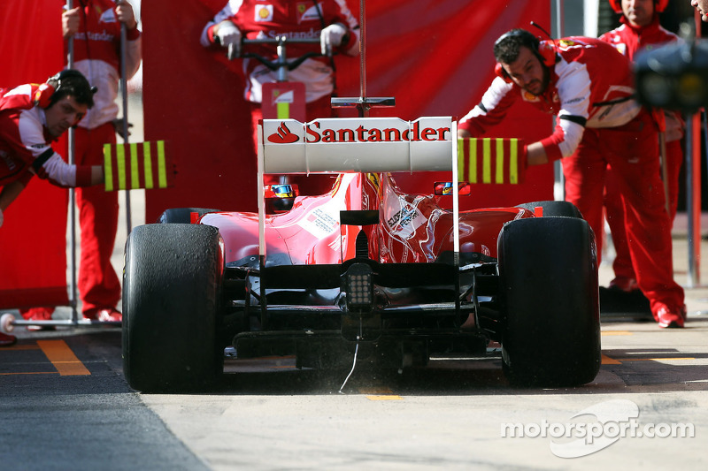 Fernando Alonso, Ferrari F138 with cable hanging