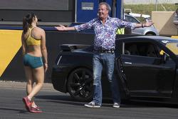 Australische hardloopster Michelle Jenneke racet tegen Jeremy Clarkson