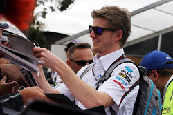 Nico Hulkenberg, Sauber signs autographs for the fans