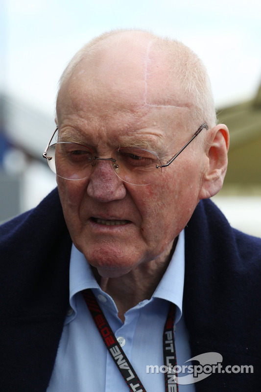 (Da esquerda para direita): John Booth, chefe de equipe da Marussia F1 Team com Max Chilton  Marussia F1 Team