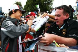 Esteban Gutierrez, Sauber signs autographs for the fans