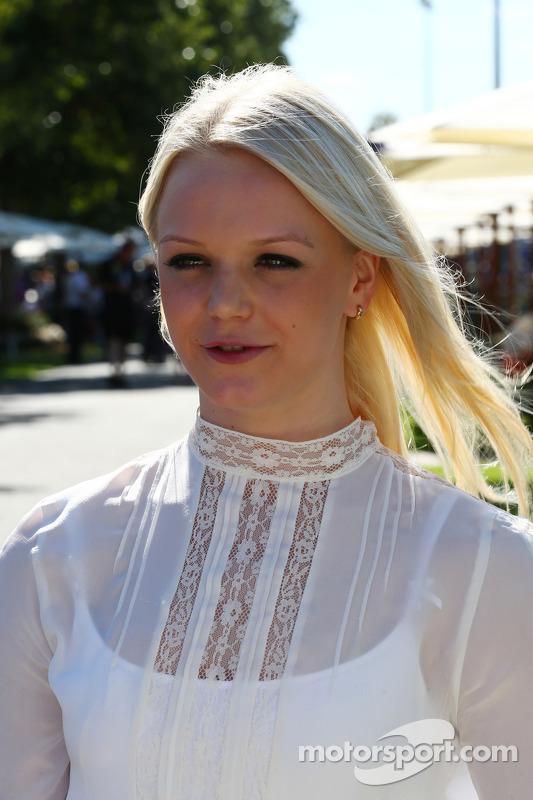 Emilia Pikkarainen, nadadora e namorada de Valtteri Bottas, Williams