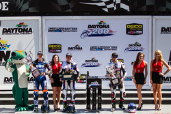 Daytona Sportbike podium; Cameron Beaubier, Yamaha, Garrett Gerloff, Yamaha en Bobby Fong, Triple Crown/RMR