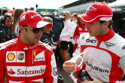 (Da esquerda para direita): Felipe Massa, Ferrari, e Jules Bianchi, Marussia F1 Team, no desfile dos pilotos