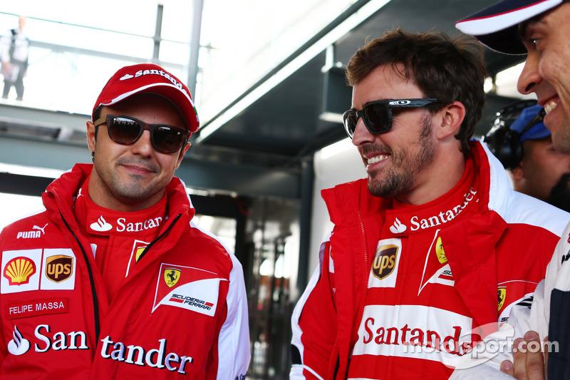 (L naar R): Felipe Massa, Ferrari met Fernando Alonso, Ferrari en Pastor Maldonado, Williams