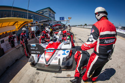 Pit stop #41 Greaves Motorsport Zytek Z11SN Nissan: Tom Kimber-Smith, Christian Zugel, Eric Lux