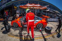 Pit stop #31 NGT Motorsport Porsche 911 GT3 Cup: Carlos Gomez, Mario Farnbacher, Jakub Giermaziak