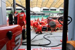 Treino de pit stop da Ferrari