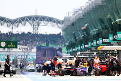 Sebastian Vettel, Red Bull Racing RB9 in the pits
