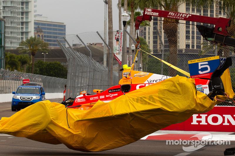 Schade aan de auto van EJ Viso, Team Venezuela / Andretti Autosport / HVM Chevrolet