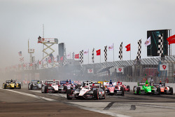 Start: Will Power, Team Penske Chevrolet leads the field