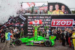 Pós-corrida: vencedor,James Hinchcliffe, Andretti Autosport Chevrolet comemora