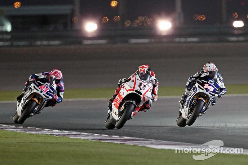 Рэнди де Пюнье, Алеш Эспаргаро и Андреа Янноне. ГП Катара, воскресная гонка.