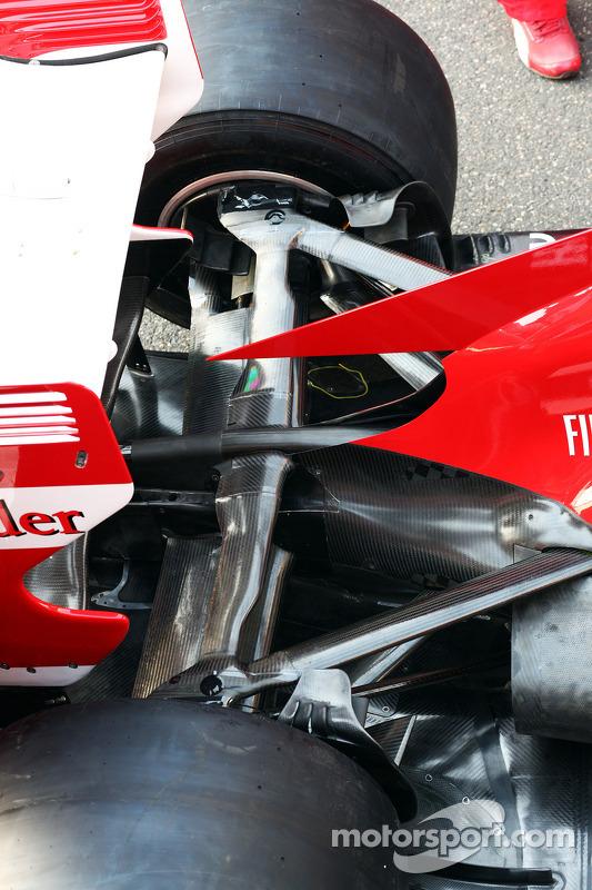 Ferrari F138 suspensão traseira em detalhe