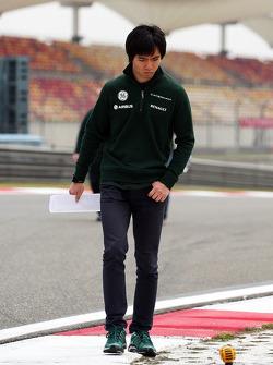 Ma Qing Hua, Caterham F1 Reserve Driver walks the circuit