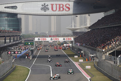 Paul di Resta, Sahara Force India VJM06 and Adrian Sutil, Sahara Force India VJM06 on the formation lap