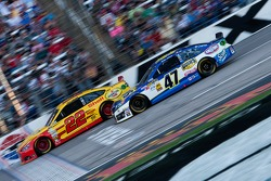 Joey Logano, Penske Racing Ford and Bobby Labonte, JTG Daugherty Racing Toyota