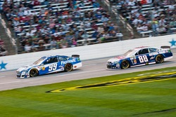 Carl Edwards, Roush Fenway Racing Ford en Dale Earnhardt Jr., Hendrick Motorsports Chevrolet