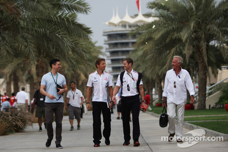 Jenson Button, McLaren with Mike Collier, Personal Trainer and John Button (GBR)