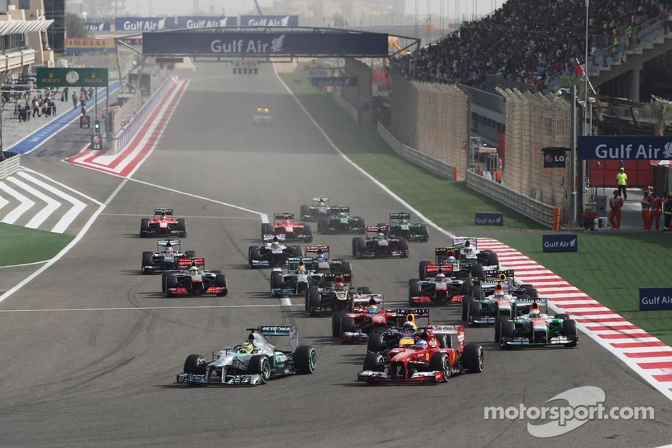 Nico Rosberg, Mercedes AMG F1 W04 and Fernando Alonso, Ferrari F138 lead at the start of the race
