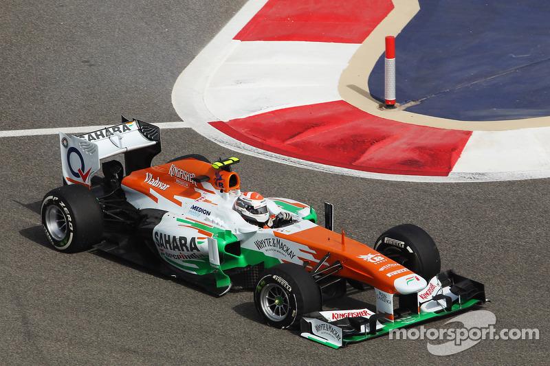 Adrian Sutil, Sahara Force India VJM06 heeft een lekke band bij de start van de race