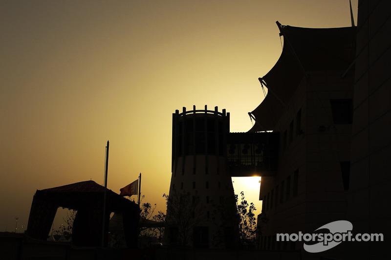 El sol se pone sobre el GP de Bahrein