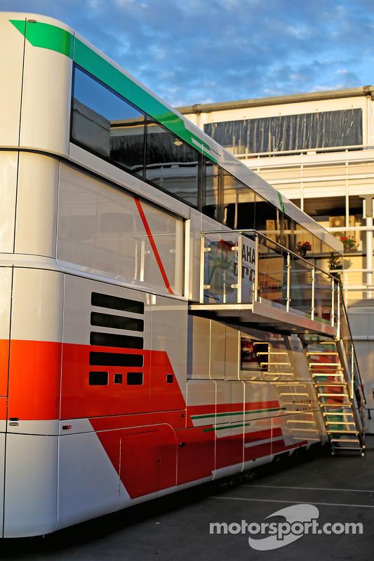 Sahara Force India F1 Caminhões das equipes no paddock