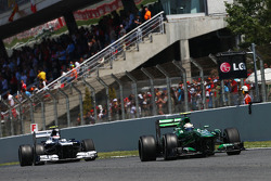 Giedo van der Garde, Caterham CT03 leads Valtteri Bottas, Williams FW35