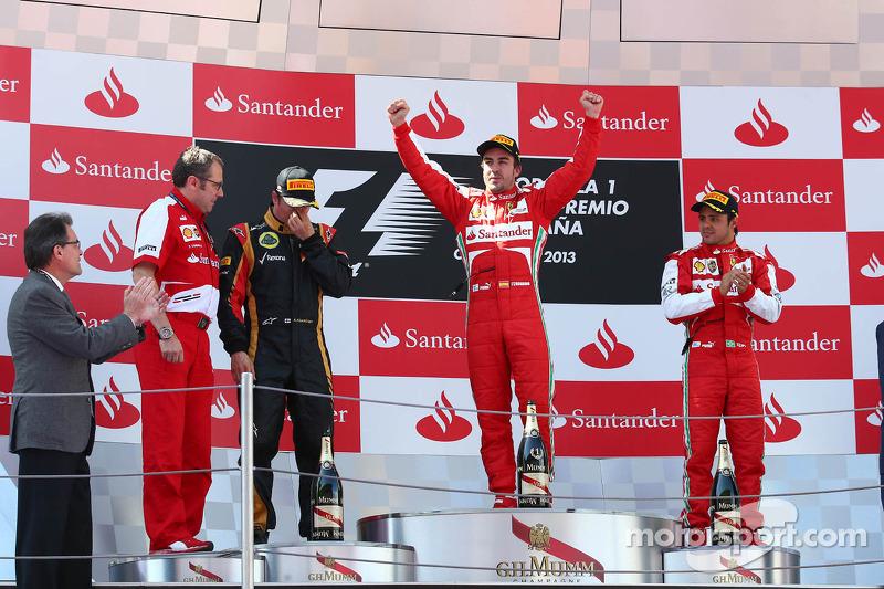 1e plaats Fernando Alonso, Ferrari F138, 2e plaats voor Kimi Raikkonen, Lotus F1 E21, 3e plaats voor