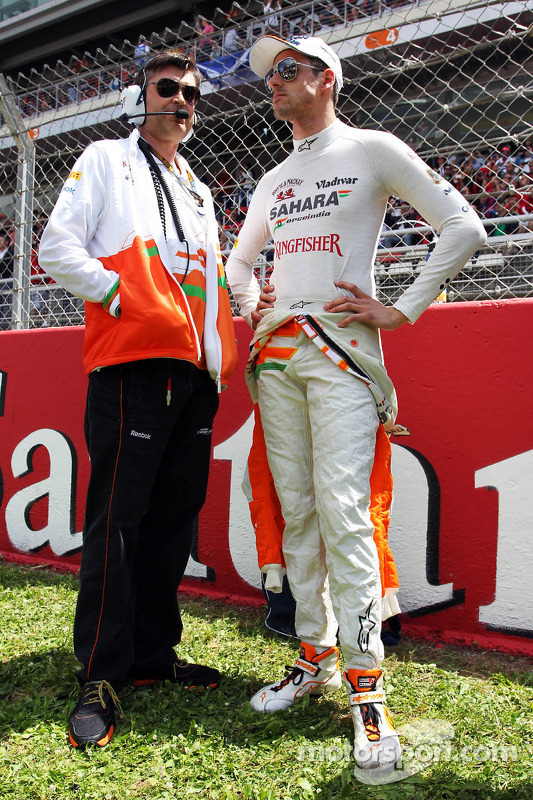 Adrian Sutil, Sahara Force India F1 with Bradley Joyce, Sahara Force India F1 Race Engineer on the g