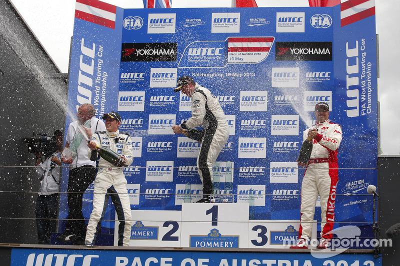1e plaats Michel Nykjaer, Chevrolet Cruze 1.6T, Nika Racing, 2e plaats voor James Nash, Chevrolet Cr
