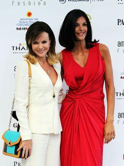 (Da esquerda para direita): Amanda Holden e Karen Minier, no Amber Lounge Fashion Show