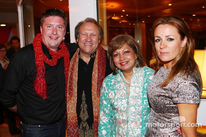 (L naar R): David Croft, Sky Sports Commentator met Bob Fernley, Adjunct-teambaas Sahara Force India