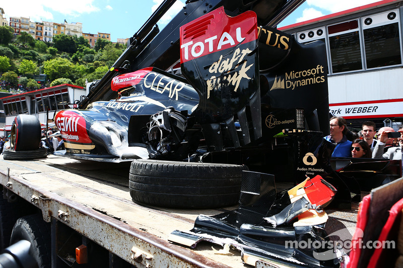 The damaged Lotus F1 E21 of Romain Grosjean, Lotus F1 Team is recovered back to the pits on the back of a truck