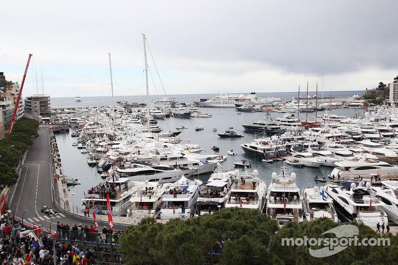 Ganador de la pole position Nico Rosberg, Mercedes AMG F1 W04 celebra