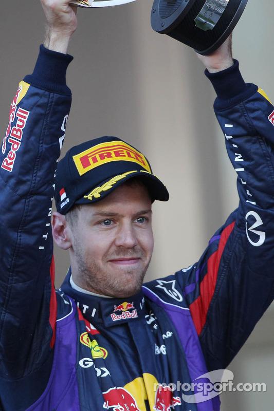 Sebastian Vettel, Red Bull Racing comemora sua segunda posição no pódio