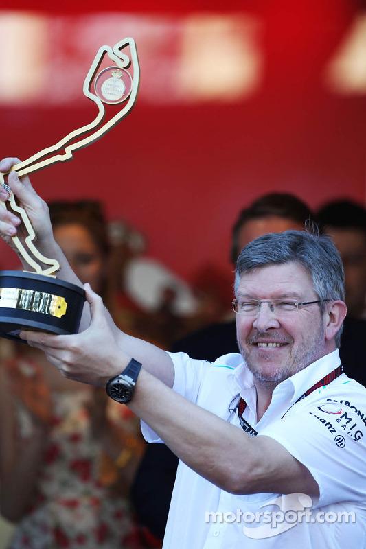 Ross Brawn, director del equipo Mercedes AMG F1 que se celebra en el podio