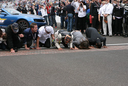 Tony Kaanan and his crew kiss the bricks