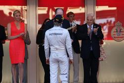 Race winner Nico Rosberg, Mercedes AMG F1 receives his trophy from HSH Prince Albert of Monaco (MON)
