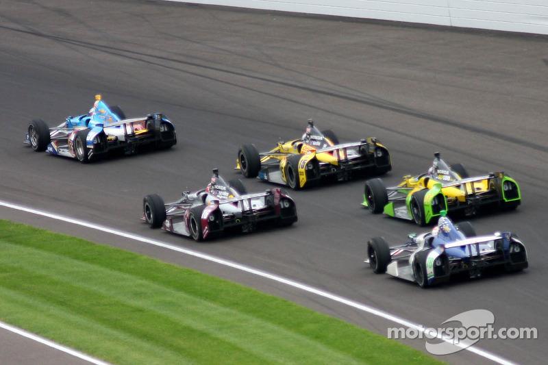 В Indy 500 2013 года лидер менялся рекордные 68 раз. Победил Тони Канаан. Хуже всего со сменой лидера было в 1930 году: тогда Луи Мейер захватил лидерство после старта, но уступил его Билли Арнольду уже на третьем круге, а тот не отдал его до самого финиша