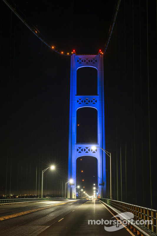 Mackinac Bridge is lit up in blue to promote the Michigan International Speedway e Michigan native Brad Keselowski