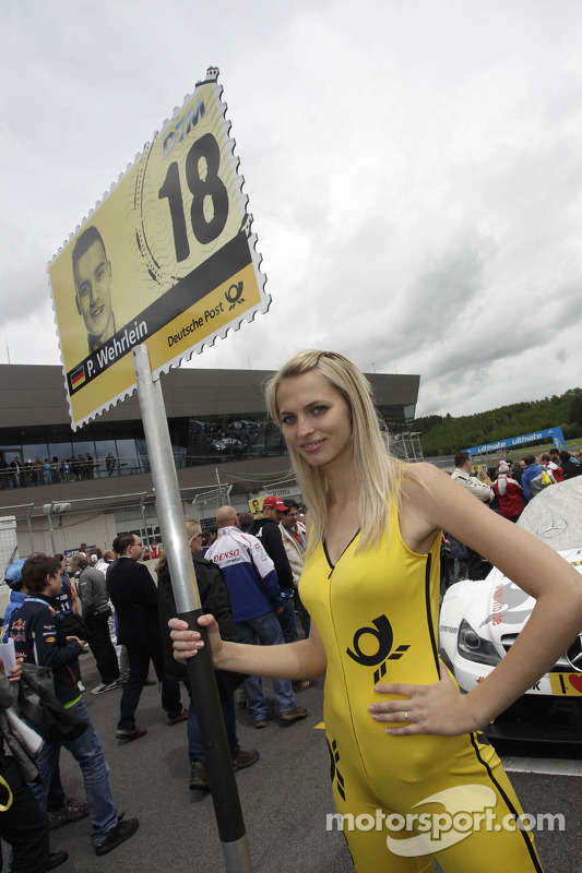 Grid girl de Pascal Wehrlein, Mercedes AMG DTM-Team Mücke DTM Mercedes AMG C-Coupe