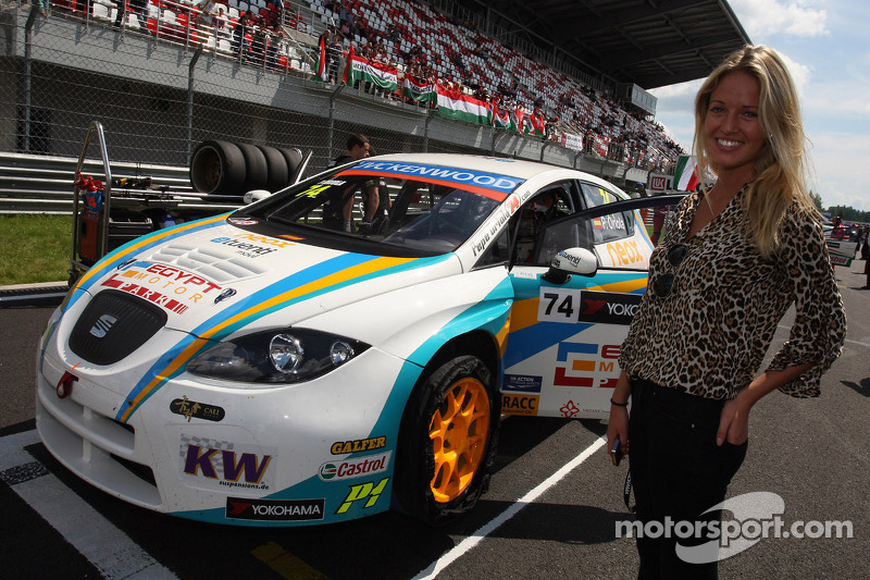 The girlfriend of Pepe Oriola, SEAT Leon WTCC, Tuenti Racing