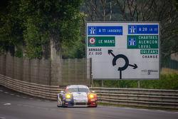 #76 IMSA Performance Matmut Porsche 911 GT3-RSR: Raymond Narac, Jean-Karl Vernay, Christophe Bourret, Wolf Henzler