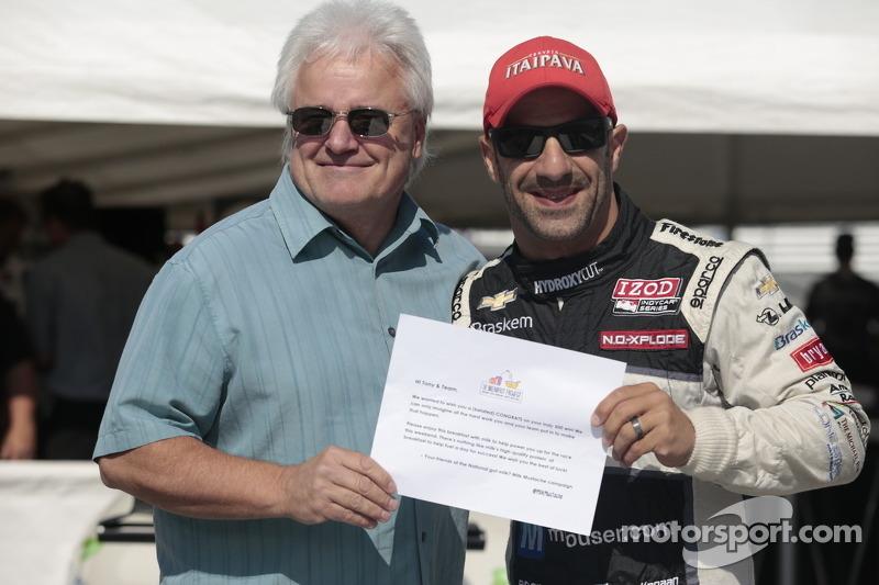 Tony Kanaan receives his Indy 500 Milk Certificate